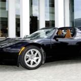 Tesla Roadster var den første rendyrkede eldrevne sportsvogn, og den kan i teorien køre 400 kilometer på en opladning. Præstationerne er som den bedste konventionelle sportsvogn, da den når op på 100 kilometer i timen på fire sekunder.