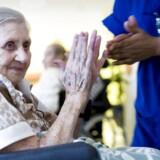 »Medarbejderne i ældreplejen bruger kun halvdelen af deres tid sammen med de ældre,« siger statsministeren. Hun har ret i, at det er et problem, men skurken er ikke New Public Management.