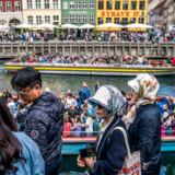 Wonderful Copenhagen vil justere sin markedsføring af København for at undgå for mange turister de samme steder. For eksempel er organisationen stoppet med at reklamere for Nyhavn. Arkivfoto: Søren Bidstrup