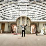Når Villa Copenhagen til næste år åbner, vil Petter Stordalen byde hele København indenfor. Kun halvdelen af gæsterne skal bo på hotellet – resten skal bare spise, drikke eller hænge ud i det femstjernede hotel, hvor du ikke bliver afvist af en dørmand.