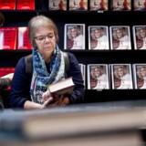 »Hvis det foregår rigtigt, er det at give folk en bog en vigtig gestus. Den kan måske grundlægge et lille bibliotek i et hjem, der er blottet for bøger. Hvis flere får den samme bog, kan den starte en samtale,« skriver Kristian Bang Foss.