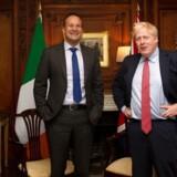 Den ene ser skælmsk ud, mens den anden har et slips, som er alt for langt, men ikke desto mindre – her begyndte det. Den irske premierminister Leo Varadkar og Boris Johnson leverede 10. oktober et gennembrud i Brexit-forhandlingerne.