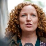 »Det er sgu da langt ude. Derfor bakker vi ikke op om det,« siger Enhedslistens udlændingeordfører, Rosa Lund, om et lovforslag, som regeringen vil have hastebehandlet.