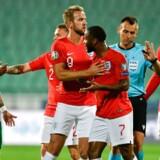 Mandagens kamp mellem Bulgarien og England måtte to gange afbrydes på grund af racisme.