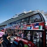 »En anden myte er, at der sættes lighedstegn mellem fremkommelighed og antallet af turister. Virkeligheden er, at vores busser flytter turisterne fra fortovene og transporterer dem rundt kollektivt. Netop kollektiv trafik fremføres i andre sammenhænge som en løsning på klimaet,« skriver Mads Vestergaard Olesen og Michael Svane.