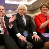 Nigel Dodds, Boris Johnson og Arlene Foster.