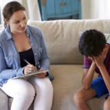 »Når regeringen giver en specifik målgruppe (børn og unge) et løfte om psykologhjælp uden egenbetaling, kan vi forvente en voldsom stigning i efterspørgslen. Problemet er, at regeringen ikke udvider kapaciteten,« skriver Lilian Parker Kaule.