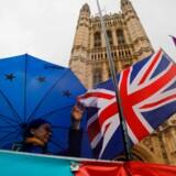 Mørke skyer trækker muligvis ind over britisk økonomi som følge af den Brexit-aftale, som Boris Johnson har forhandlet sig frem til, men den britiske regering afviser forud for afstemningen i parlamentet at sige noget om dem.