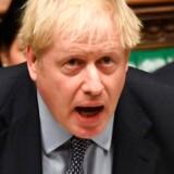 Boris Johnson ser ud til at vende blikket mod de højere magter og bede om Brexit, men han kigger reelt bare op mod galleriet i Underhuset.