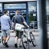 »Uanset om der er 100.000 eller 500.000 ledige danskere, vil begrænsning af indvandring ikke løse problemet. Den akademiske litteratur har faktisk fundet, at indvandring endda har reduceret ledigheden i Danmark,« skriver David Jinkins.