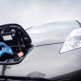 Mange danskere overvejer at købe elbil, men for hovedpartens vedkommende bliver det ved overvejelsen. Ny rundspørge peger på hvorfor. Arkivfoto: Thomas Lekfeldt