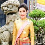 General Sineenat Wongvajirapakdi, såkaldt royal consort eller ledsagerske, er frataget alle titler og militære ordener, fordi hun har været illoyal og rivaliseret med dronning Suthida. Det meddeler paladset i Bangkok. Handout/Reuters