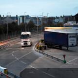 Britisk politi mener, at lastbilen med de 39 døde er kommet ind i Storbritannien via den walisiske havneby Holyhead, der har færgeforbindelse til Irland.
