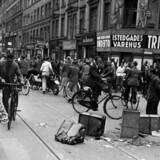 Langt henne i krigen støttede de fleste danskere samarbejdspolitiken med tyskerne. Men i august 1943 gik regeringen af, frihedskæmperne fik vind i sejlene, og uro og strejker brød ud. Som her i Istedgade. Scanpix.