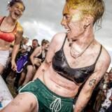 Radiokanalen Loud vil skabe et »lydunivers, hvor de unge kan genkende sig selv, deres værdier, livserfaringer og hverdag«. Her er det unge, der laver »glitter wrestling« på campingområdet på Roskilde Festival, der er en af aktørerne bag den nye radiokanal.