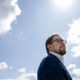 Tirsdag blev Liberal Alliance det mindste parti på Christiansborg, efter at Simon Emil Ammitzbøll-Bille meddelte, at han har meldt sig ud. Han kunne ikke blive enig med de tre andre folketingsmedlemmer om den politiske linje, bedyrer han.