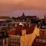 For de københavnske lejlighedsejere er udskydelsen af de nye boligskatter til 2024 en god nyhed, da man får udskudt en regning. Men for husejerne i landets yderkommuner, der stod til en skattelettelse i 2021, er det knap så godt.
