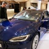 Stadig flere kinsere får råd til en Tesla eller bilre, som er endnu dyrere. Antallet af dollarmillionærer i Kina vokser ganske solidt.