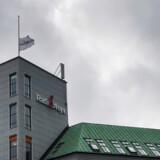 Radio24syv lukker og slukker. Der blev flaget på halv på toppen af Radio24syvs bygning, da det stod klart, at radioen havde tabt udbuddet om en ny DAB-kanal til Radio Loud.