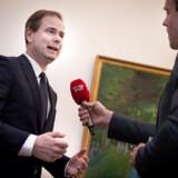 Finansminister Nicolai Wammen (S) er med på at drøfte ønskerne om markant højere cigaretpriser fra regeringens støttepartier og dele af oppositionen.