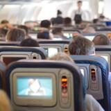 De små berøringsskærme med film og videospil har i årevis været et afgørende konkurrenceparameter for flyselskaber på de lange ruter. Men nu er skærmene delvist på vej væk hos nogle af verdens største flyselskaber.