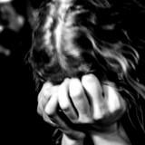 Modelfoto. En undersøgelse viser en stigning på 35 procent i antallet af mobiltelefoner inficeret med overvågningsprogrammer, såkaldt stalkerware. Brugen er særligt udbredt i parforhold, der også er præget af vold og overgreb.