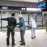 Den nye metrolinje står stille tirsdag morgen.