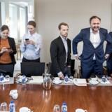 Beskæftigelsesminister Peter Hummelgaard (i midten) mødes gerne med en række borgerlige ordførere om 3F-sagen, men lover ikke en undersøgelse.