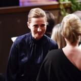 Mette Frederiksen blev ramt af en større svada fra den danske forfatter Jonas Eika tirsdag aften under Nordisk Råds prisuddeling i Stockholm.