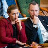 S og V erklærer sig nu parate til at rydde op i politikernes løn- og pensionsvilkår. Både statsminister Mette Frederiksen og V-formand Jakob Ellemann-Jensen vil have større gennemsigtighed.