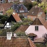 En større indefrysning af grundskyld. Det er en af de måder, hvorpå boligejerne i specielt København bilver ramt af udskydelsen af de nye boligskatter med tre år.