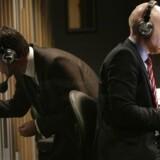 Mikael Bertelsen og Mads Brügger ved den spæde begyndelse på Radio24syv, der gik i luften klokken 24.05 natten til tirsdag 1. november 2011. I 2019 lukkede samme radio klokken 23.59 31. oktober.
