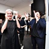 Klokken var 00.00.04, da Radio4 gik i luften fra redaktionslokalerne i Aarhus. Her ses direktør Anne-Marie Dohm og nyhedschef Tina Kragelund.
