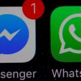 Facebook arbejder på at indføre den kryptering, som bruges i beskedtjenesten WhatsApp, i sin Messenger-tjeneste, så både tale- og videoopkald fremover kodes, så ingen udenforstående kan lytte eller se med. Arkivfoto: Phil Noble, Reuters/Ritzau Scanpix