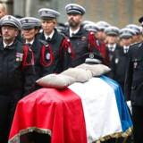Fire politibetjente blev stukket ihjel af deres kollega 3. oktober. Og det har nu fået politiet i Frankrig til at holde ekstra øje med hinanden.