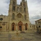 Katedralen er en af seværdighederne i Burgos. Byen er grundlagt i 884 som en del af kampen mod maurerne, mens selve katedralen først blev påbegyndt i 1221. Den rigt udsmykkede kirke er blandt meget andet stedet, hvor El Cid – en helt fra det 11. århundrede, der var meget aktiv i kampen mod maurerne – ligger begravet. Flere statuer i Burgos refererer til El Cid.