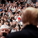 For anden gang inden for en uge blev præsident Donald Trump mødt med højrøstede øv-råb og buhen, da han lørdag overværede en sportsbegivenhed i New York. En stor del af folkemængden tiljublede dog senere præsidenten. Joshua Roberts/Reuters
