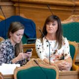 Regeringen har planer om at tage penge fra landets friskoler. Det har gjort adskillige politikere på Christiansborg fortørnede – og flere tidligere Venstre-ministre er gået til angreb.