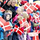»En stat skaber nationalitet, når den tildeler sine indbyggere statsborgerskab med dertil knyttede rettigheder og pligter. Men nationalitet og nationalfølelse er også noget, som borgerne selv aktivt udvikler, når de identificerer sig med deres hjemland og dets historie og kultur,« skriver Michael Böss.