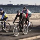 De såkaldte MAMIL-gruppers (midaldrende mænd i lycra) dedikation taget i betragtning er det et under, at Danmark ikke kan fylde hele feltet i Tour de France med ryttere. De suser af sted med imponerende fart og har slet ikke tid til at bremse, selv om de har vigepligt for de folk, der er i gang med at krydse den tydeligt markerede fodgængerovergang.