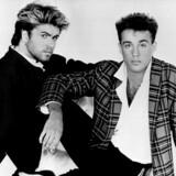 Popduoen Wham! – George Michael (tv.) og Andrew Ridgeley – blev en af 1980ernes største musikalske succeser. De lavede bunkevis af hits, bl.a. »Club Tropicana«, »Wake Me Up Before You Go-Go« og »Edge of Heaven«. George Michael arbejdede mere og mere på egen hånd og ville gerne lave musik, der var rettet mod et mere voksent publikum. I foråret 1986 bekendtgjorde Wham! deres brud, og George Michael gik solo.