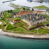 Efter en række renoveringer af voldanlægget fremstår Kronborg endnu skarpere som den store attraktion i landskabet ved Øresund. Den første borg på stedet rejses omkring 1420 som en del af kongens strategi med at beherske gennemsejlingen af Øresund. Det er i 1574, Frederik II påbegynder det byggeri, der skal blive til Kronborg.
