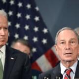 Den tidligere New York-borgmester Michael Bloomberg (th.) kan vise sig at blive en udfordring for den tidligere vicepræsident Joe Biden (tv.), hvis han beslutter sig for at stille op til præsidentvalget.