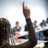 »Vi mener, at fokus bør lægges på individuel feedback, der sammen med en karakter giver os mulighed for forbedring,« skriver repræssentanter fra en række gymnasier.
