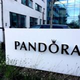 Arkivfoto: Pandoras aktionærer kan stille og roligt se til, at værdien af smykkeaktien med hastige skridt nærmer sig en nulgevinst i år.