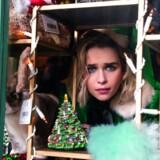 Den sarkastisk/søde nissepige Kate (Emilia Clarke) prøver at komme i tanker om, hvor hun har stillet julegibbonen i »Last Christmas«.
