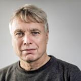 »Personligt synes jeg, det er helt ukontroversielt med den T-shirt. Men jeg har det helt fint med at rette ind,« siger Uffe Elbæk, som forleden i folketingssalen bar en T-shirt, som efterfølgende førte til en opsang.