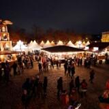 Jagten på god gammeldags julehygge bringer flere og flere danskere til udlandet. Her er det et typisk julemarked i Budapest – og vi bliver mere og mere eventyrlystne, og drager til nye steder for at få noget lokal hygge.
