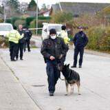 Politi og teknikere arbejder i Kundby. To kvinder er fundet dræbt på adresser i henholdsvis Ruds Vedby og Kundby på Sjælland fredag. En 39-årig mand er anholdt i sagen.