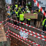 Elever fra filmskolen i København nedlagde fredag undervisningen og blokerede indgangen til Den Danske Filmskole i København. De kræver, at rektor Vinca Wiedemann bliver afsat.